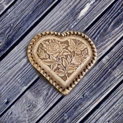 """Зеркальце из бересты в форме сердечка """"Розы"""""""