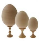 Деревянные заготовки яйца на подставке