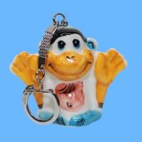 Брелок обезьяна руки вверх